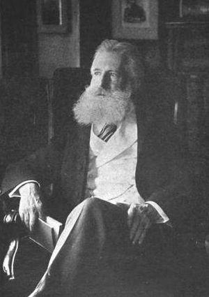 English: Photograph of American poet/critic Ed...