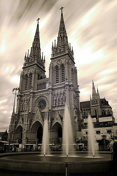 File:Luján - Basílica de Nuestra Señora de Luján - 200807e.jpg