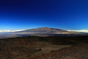 English: View of Mauna Kea from Mauna loa obse...