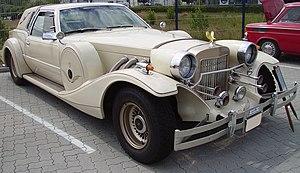 English: A Zimmer Motor Car Company Golden Spirit