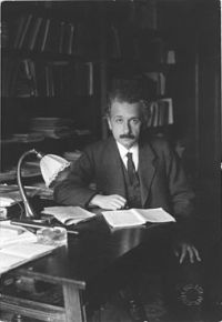 Albert Einstein photo 1920