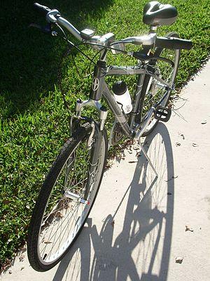 A Schwinn Voyageur GS hybrid bicycle sold afte...