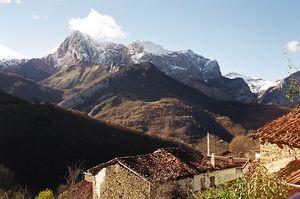 Imagen del Tiatordos desde San Juan de Beleño, en Ponga-Picos de Europa