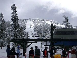 English: Heavenly Ski Resort ski lift, with ba...