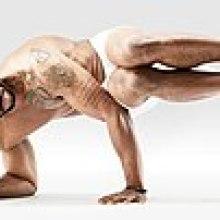 Mr-yoga-deux-jambes-koundinya.jpg