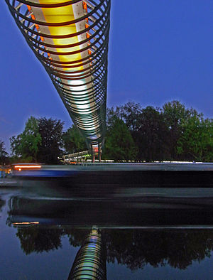 Deutsch: Slinky Springs to Fame: Beleuchtung