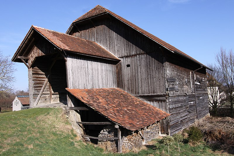 File:Barn Barberêche Mar 2011.jpg