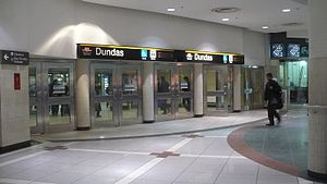 English: Entrance to Dundas TTC subway station...