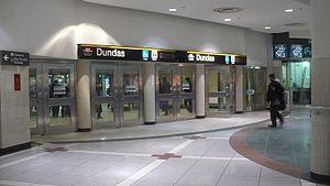 English: Entrance to Dundas TTC subway station...