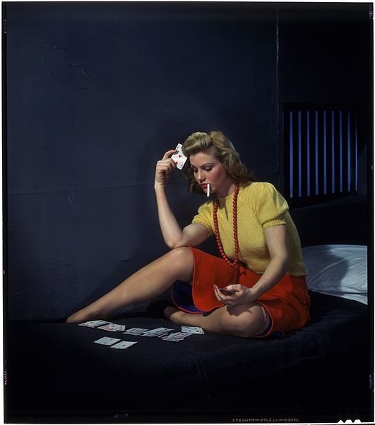 File:Woman in cell, playing solitaire.jpg