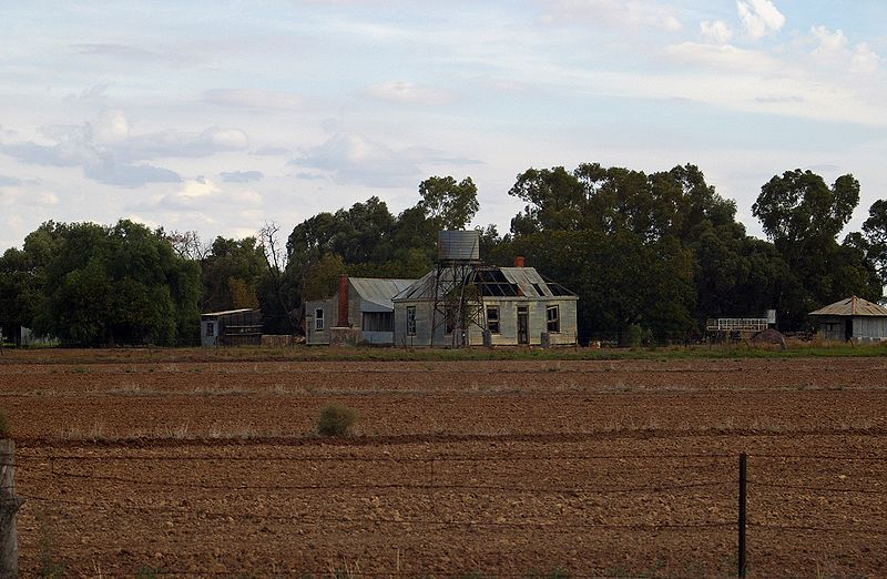 File:Abandoned farmhouse.jpg