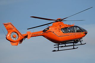 Rettungshubschrauber Christoph 13 bei einem Einsatzflug. (Bild: Nawi112 / Wikipedia)