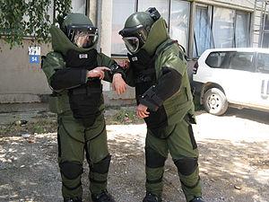 English: Bomb technician in EOD 9 bomb suit