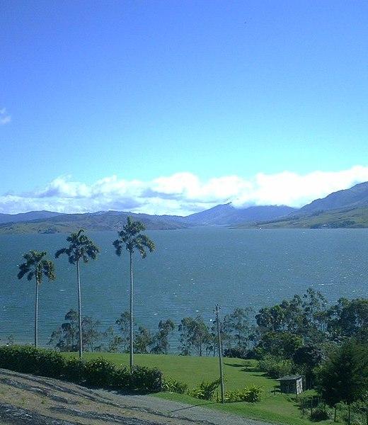 File:Lago Calima.jpg