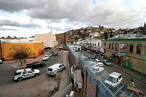 English: The towns of Nogales, Arizona, left, ...
