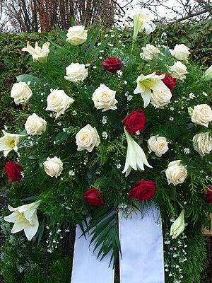 Deutsch: Trauerkranz an einem Grab in Baden-Wü...