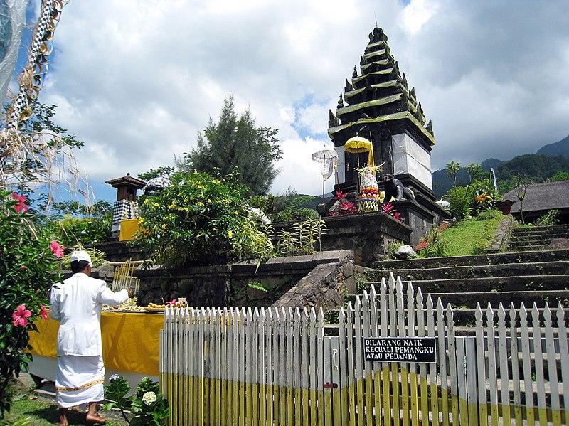 File:Pura Parahyangan Agung Jagatkartta, Candi Siliwangi Shrine.jpg