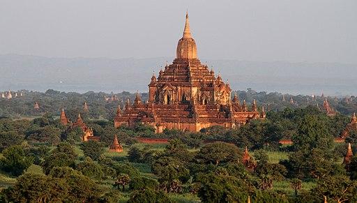 Bagan-Ballonfahrt-360-Htilominlo-gje