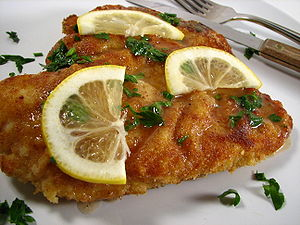 English: Chicken piccata.