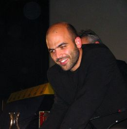 https://i1.wp.com/upload.wikimedia.org/wikipedia/commons/thumb/1/16/Roberto_Saviano.JPG/760px-Roberto_Saviano.JPG?resize=261%2C264
