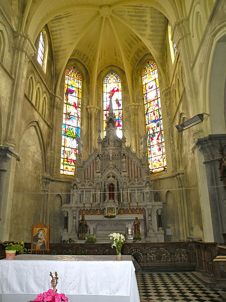 Fichier:Autel 4 Église Saint-Étienne de Wignehies.JPG