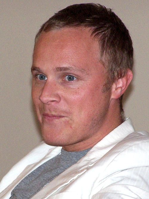 https://upload.wikimedia.org/wikipedia/commons/1/17/David_Anders_2008_cropped.jpg