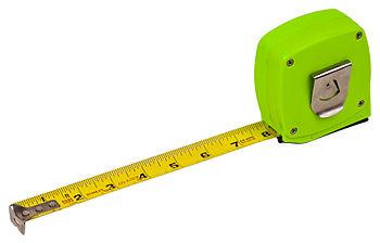 English: A standard measuring tape.