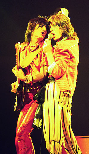 English: Mick Jagger (right) and Ronnie Wood (...