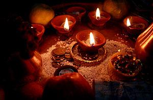 English: Diwali oil lamps lit during the Diwal...