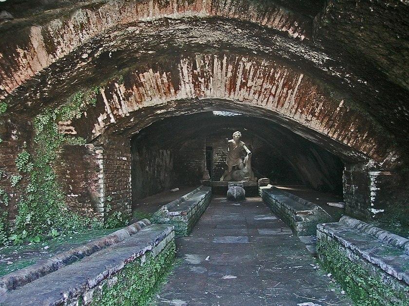 Ostia Antica Mithraeum.jpg