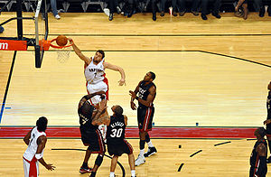 English: Andrea Bargnani dunk Toronto Raptors ...