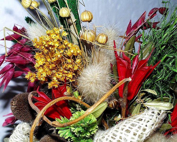 File:Bouquet of flowers (1).jpg