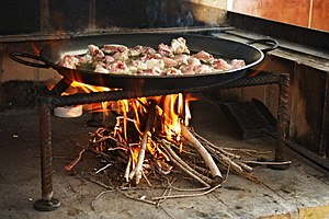 English: Making a Paella : roasting gently the...