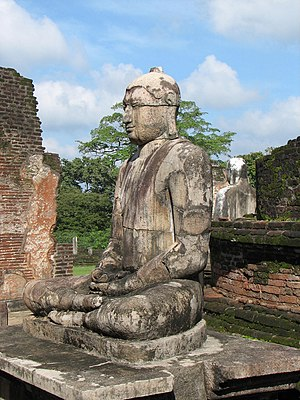 English: Buddha statue in Vatadage, Polonnawur...