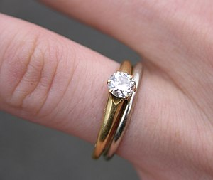 A yellow gold engagement ring set with a diamo...