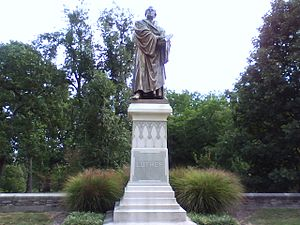 English: Luther Statue at Concordia Seminary (...