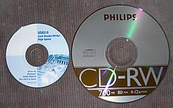 El CD pequñín de la izquierda