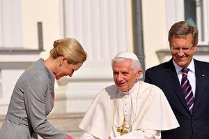 Deutsch: Begruessung von Papst Benedikt XVI. d...