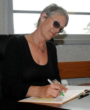 Actress Jamie Lee Curtis autographs her books ...