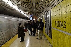 English: Dundas Subway Station