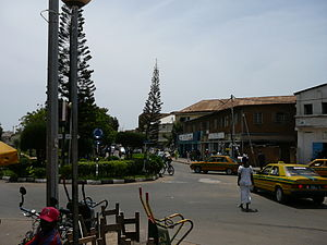 Deutsch: Straße in Banjul
