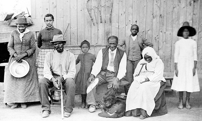 File:Harriet Tubman, with rescued slaves, New York Times.JPG