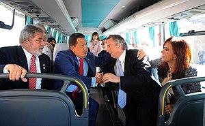 Español: En primer plano y de izquierda a dere...