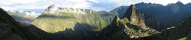 Foto Panorâmica de Machu Picchu III.