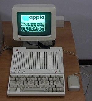Italiano: Elaboratore Apple IIc in funzione - ...