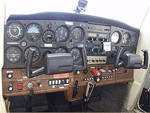 English: A control panel for a Cessna 152. Cat...