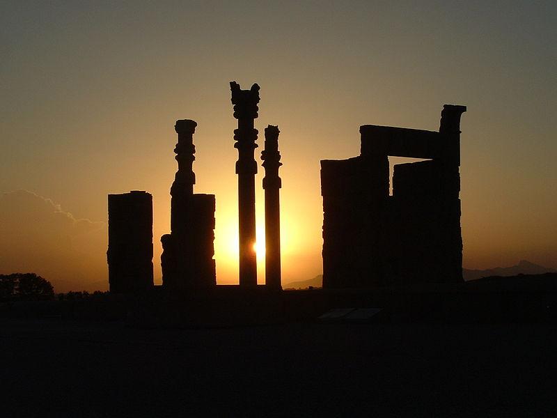 File:Sonnenuntergang in Perspolis.jpg