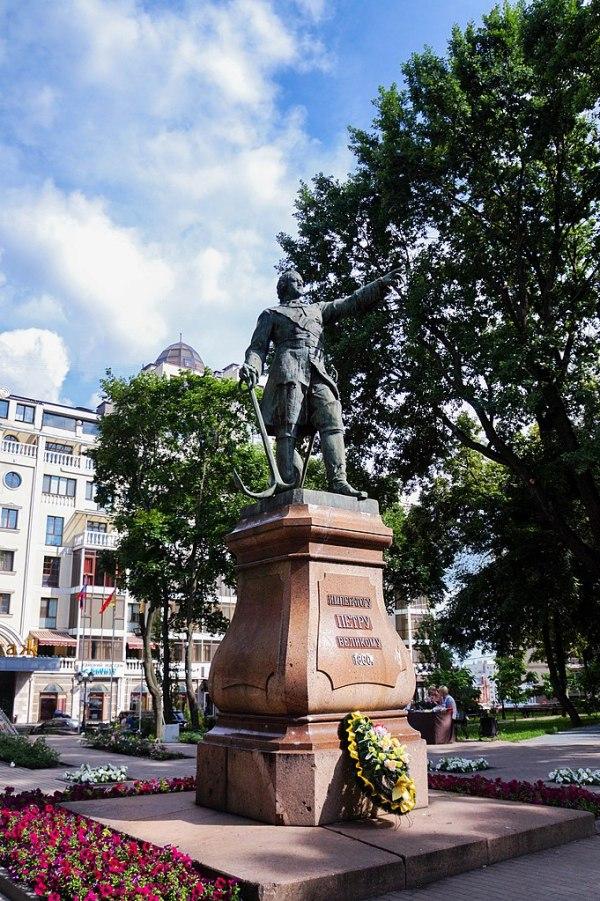 File:Памятник Петру Первому, Воронеж.jpg - Wikimedia Commons