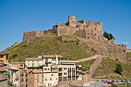 Vista del castillo de Cardona y de la localidad