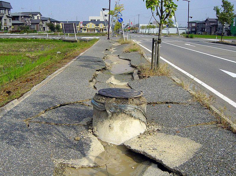 File:Chuetsu earthquake-earthquake liquefaction1.jpg